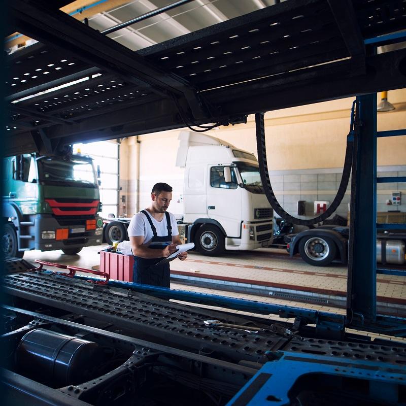Truck,Repair,Shop.,Vehicle,Mechanics,Doing,Checkup,And,Preparing,Truck